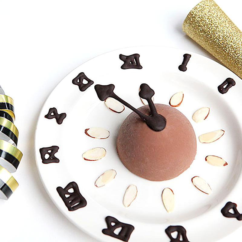 New year clock dessert